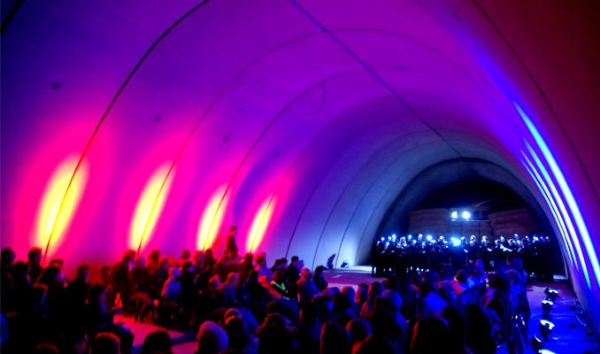 Concert de la Coral Ginesta de Cervera i el Petit de Cal Eril sota l'autovia A2