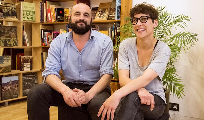 Miquel Sanchís i Anna Roca, propietaris de la llibreria Papasseit
