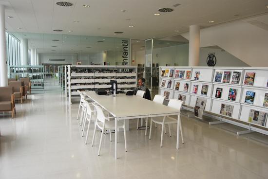 El fons inclou música, pel·lícules, còmics, revistes...