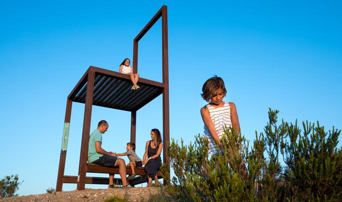 Una família al mirador de la cadira del Miravinya