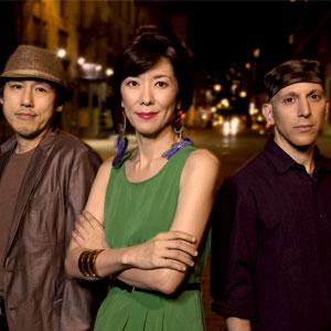 Eri Yamamoto Trio, Eri Yamamoto, piano, Masa Kamaguchi, contrabaix, David Xirgu, bateria, Jazz