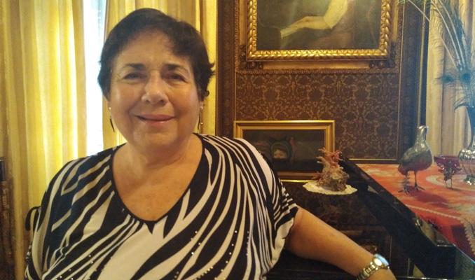 Leonora Milà amb el piano a casa seva.