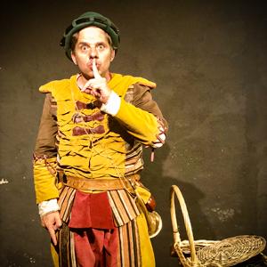 Teatre familiar 'Els 3 Porquets', Valdiri Matafaluga i la seva ajudant Isca