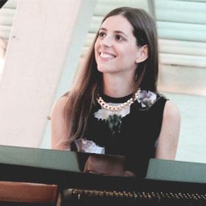 Emília Rovira, pianista, cantant, compositora