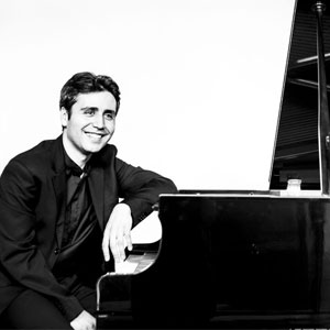 Francisco Fierro, Pianista
