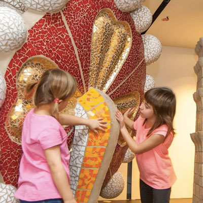 Visites familiars 'Observem, escoltem i toquem en família' al Gaudí Centre, Reus