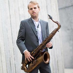 Jeremy Powell, saxofonista, saxo