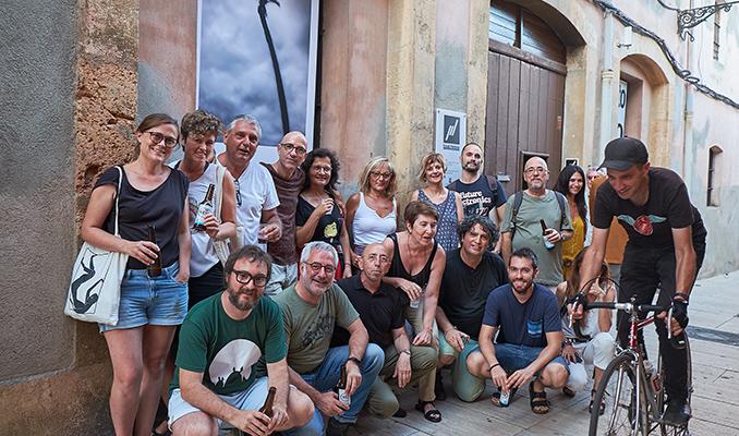 Els participants del projecte Photo Km0, el dia de la inauguració.