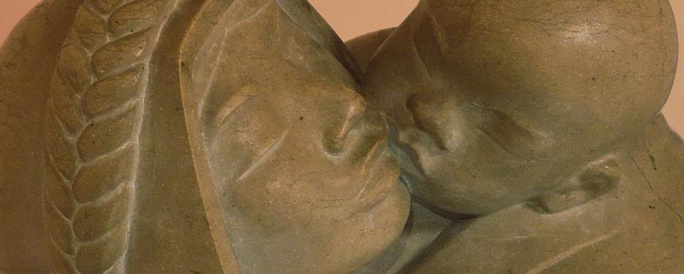 Detall d'una escultura de Josep Cañas