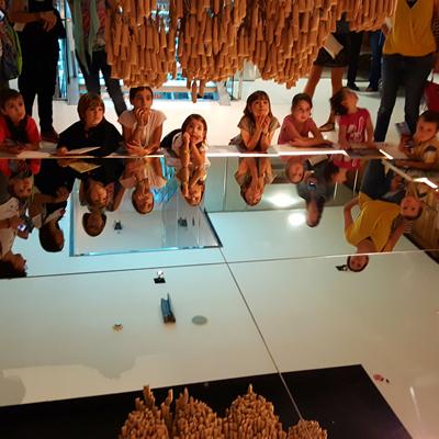 Activitat 'Observem, escoltem i toquem en família' - Gaudí Centre Reus