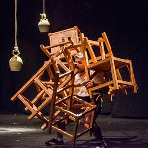 Espectacle 'Seu-te' - Acrobàcia Mínima