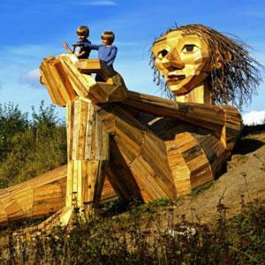 Taller escultòric de gran format amb materials reciclats d´Erik Schmitz
