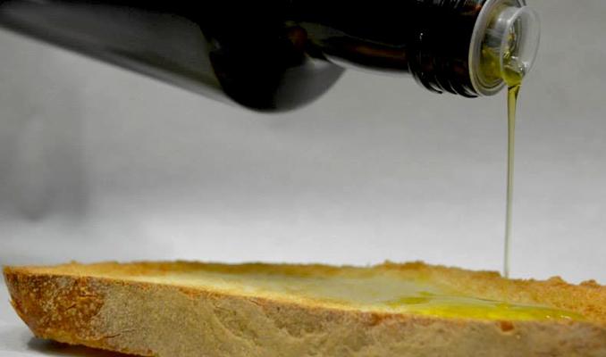 Oli d'oliva i llesca de pa