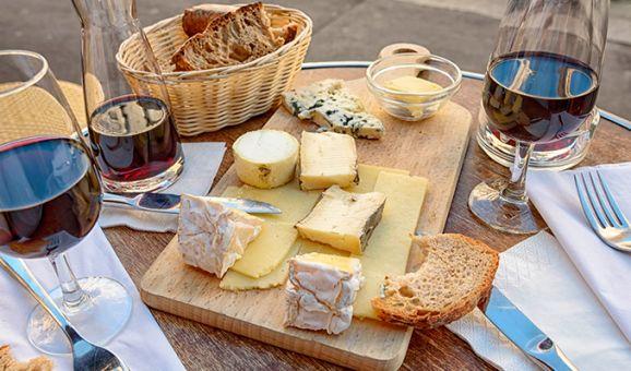 Una taula de tast de fomatge per compartir