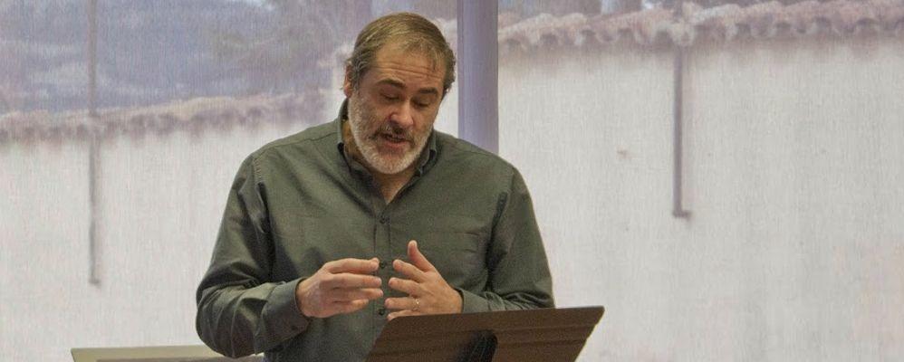 Jordi Dorca a la presentació del poemari 'La Barberia', de Josep Checa   Font: Metàfora