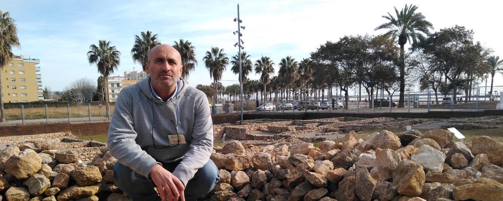 Juan García Targa, arqueòleg al jaciment ibèric de Darró (Vilanova i la Geltrú)