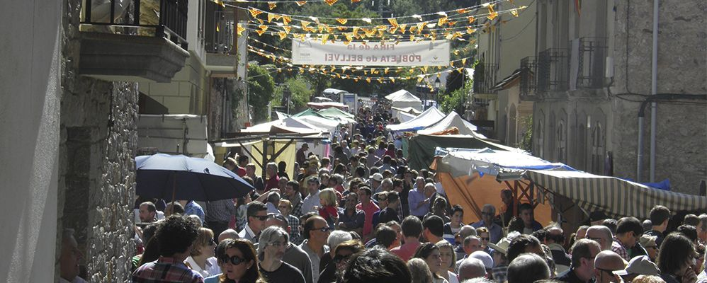 Parades i visitants de la Fira de la Pobleta de Bellveí, a la Vall Fosca