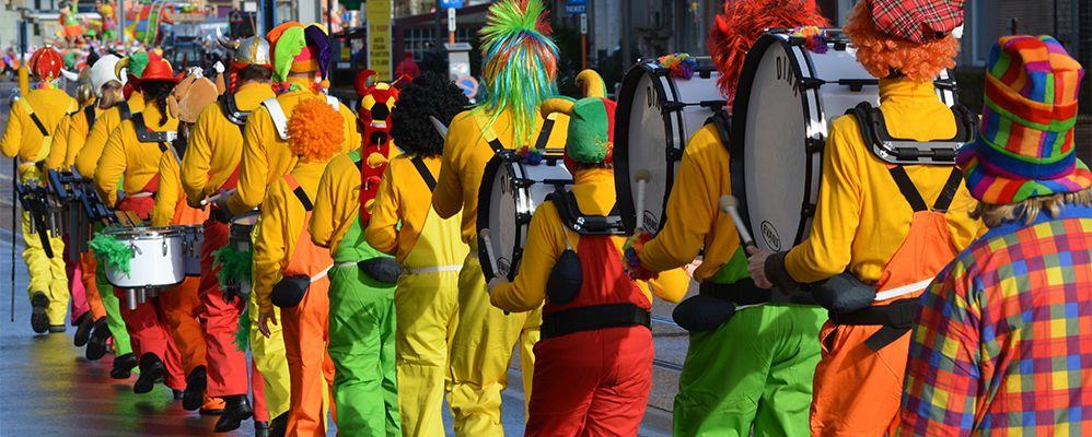 Una comparsa de pallassos per Carnaval