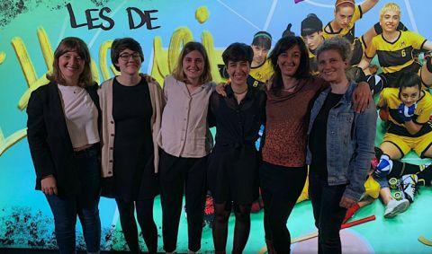 L'equip de guionistes i les coordinadores de projecte de 'Les de l'hoquei'